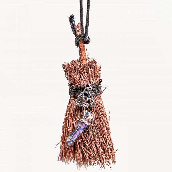 Оберег для дома ведьмина метла с триквертой коричневая