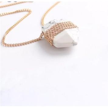 Кулон -маятник из белого камня