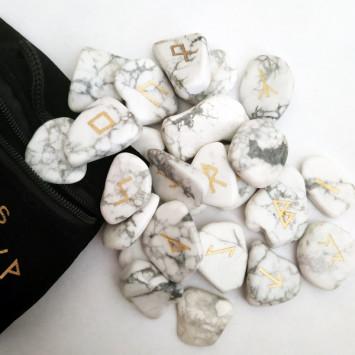 Рунический комплект из белого говлита в мешочке
