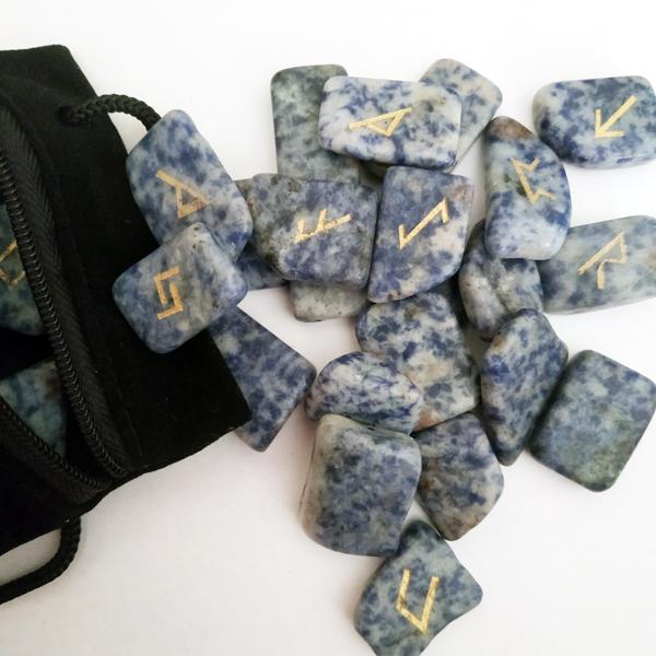 Рунический комплект из лазурита в мешочке